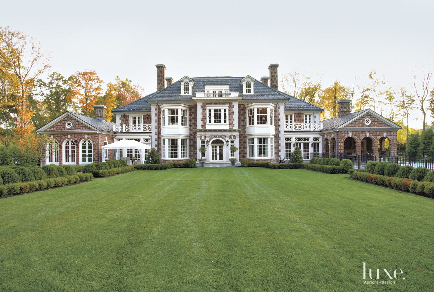 A Georgian-Style Greenwich Estate with Classic Style {A Georgian-Style Greenwich Estate with Classic Style} – English