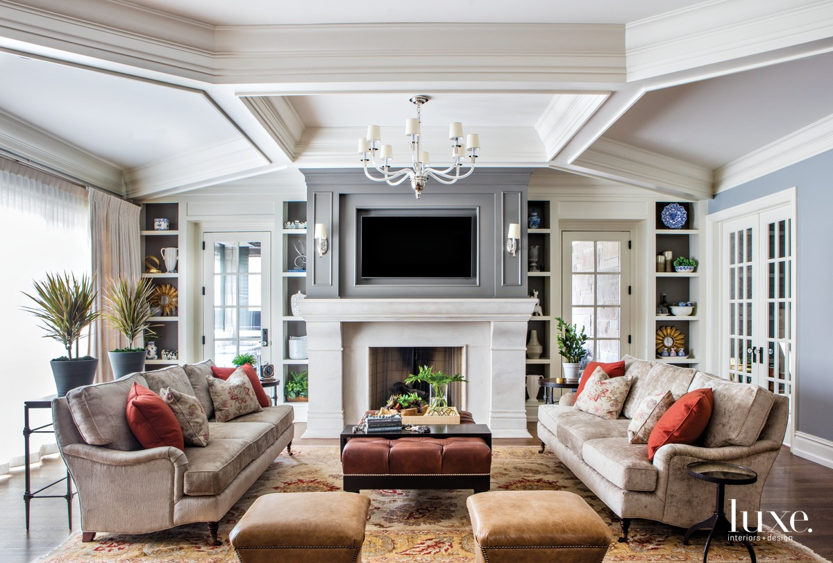 traditional neutral living room brown...