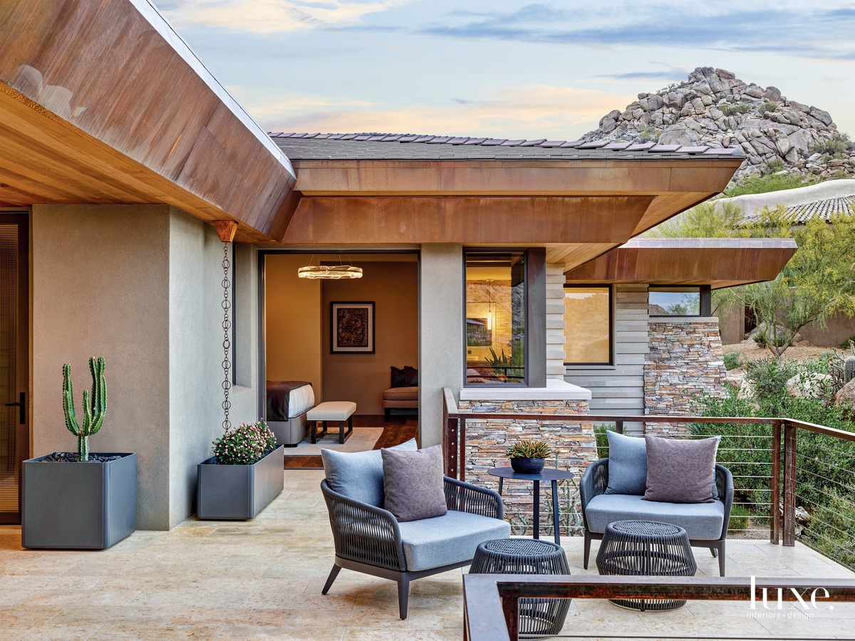 transitional exterior sitting area
