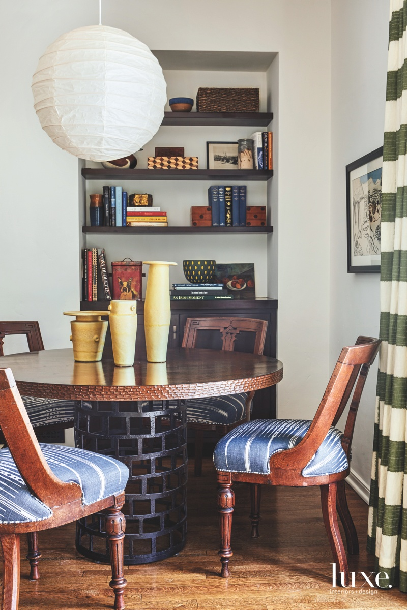 eclectic sitting area in great...