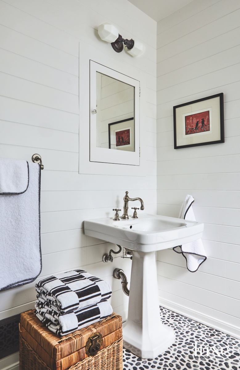 eclectic bathroom black and white...