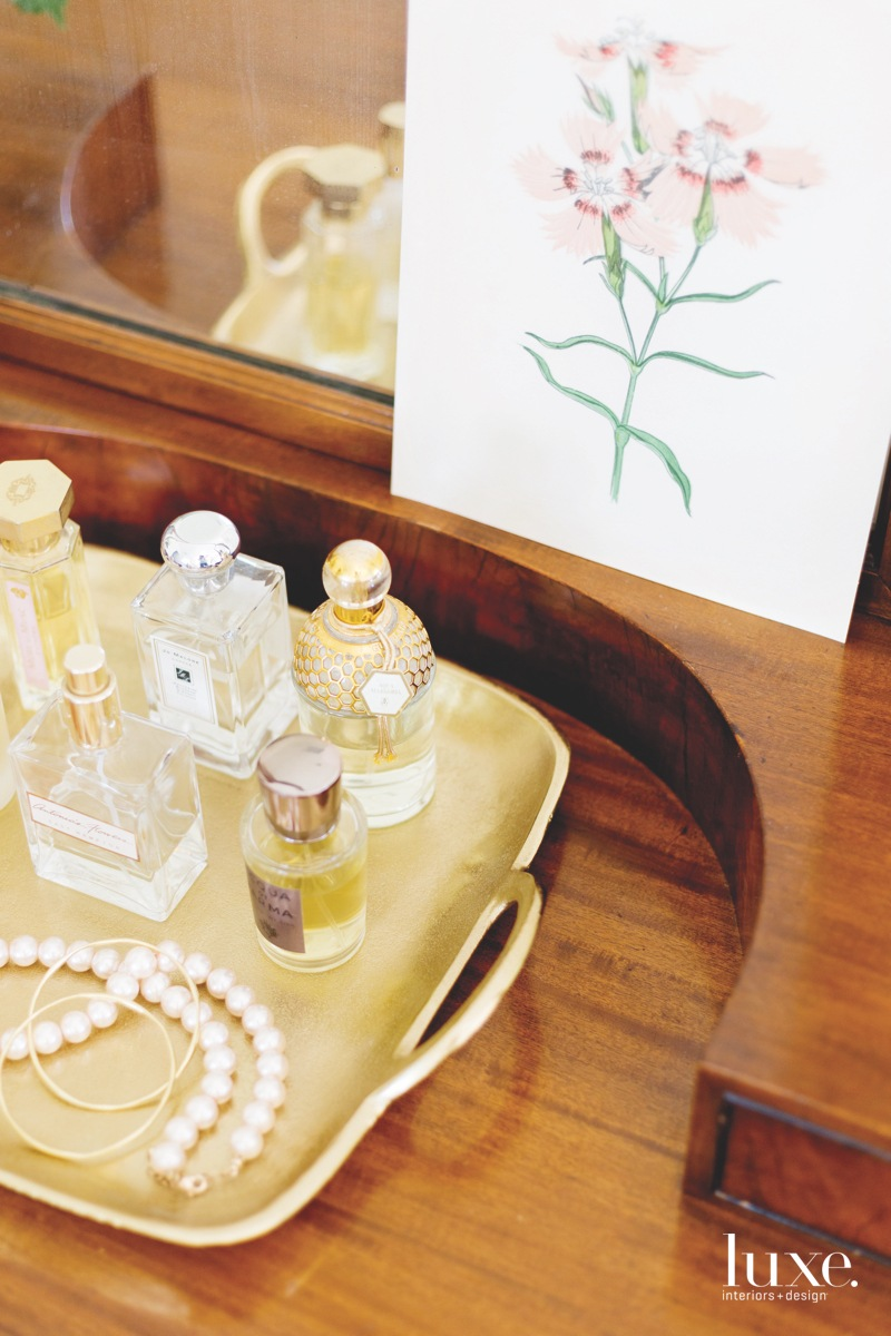 traditional bedroom perfumes