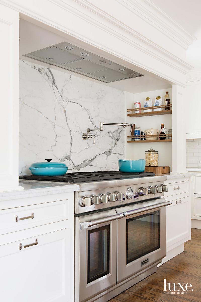 traditional white kitchen marble backsplash
