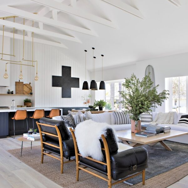 A Newport Beach Farmhouse Exudes California Cool