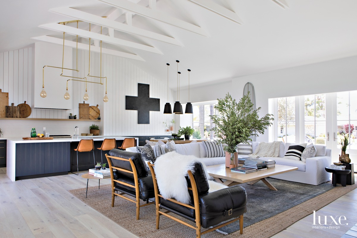 Farmhouse Exudes California Cool