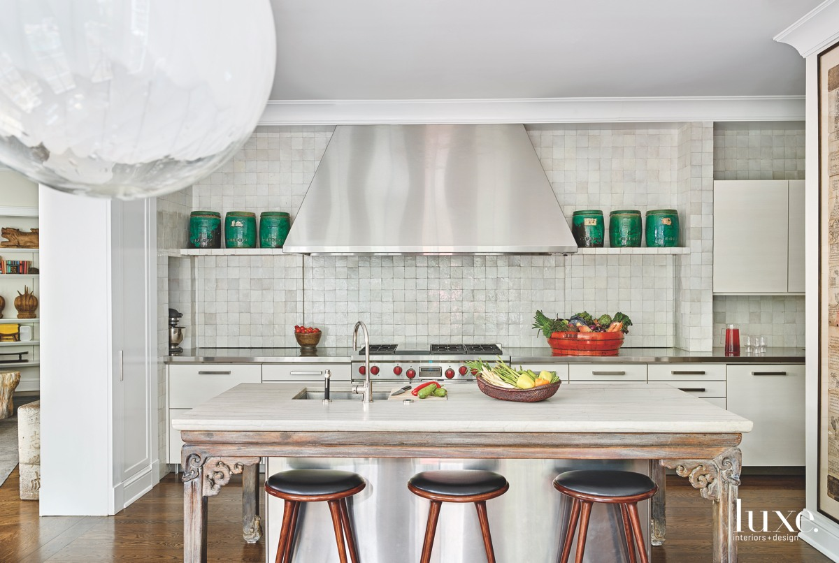 eclectic white kitchen barstools