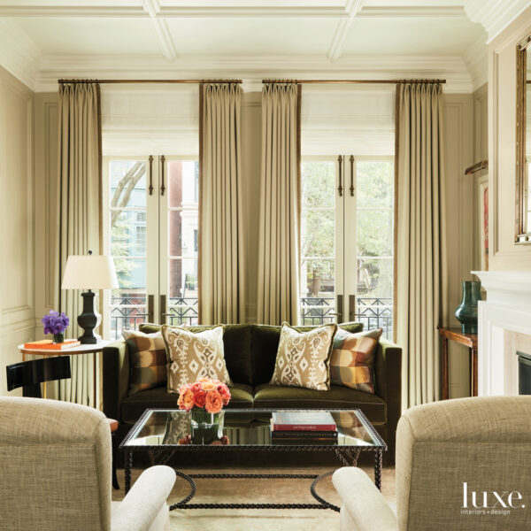 A Chicago Townhouse Exudes Classic Elegance