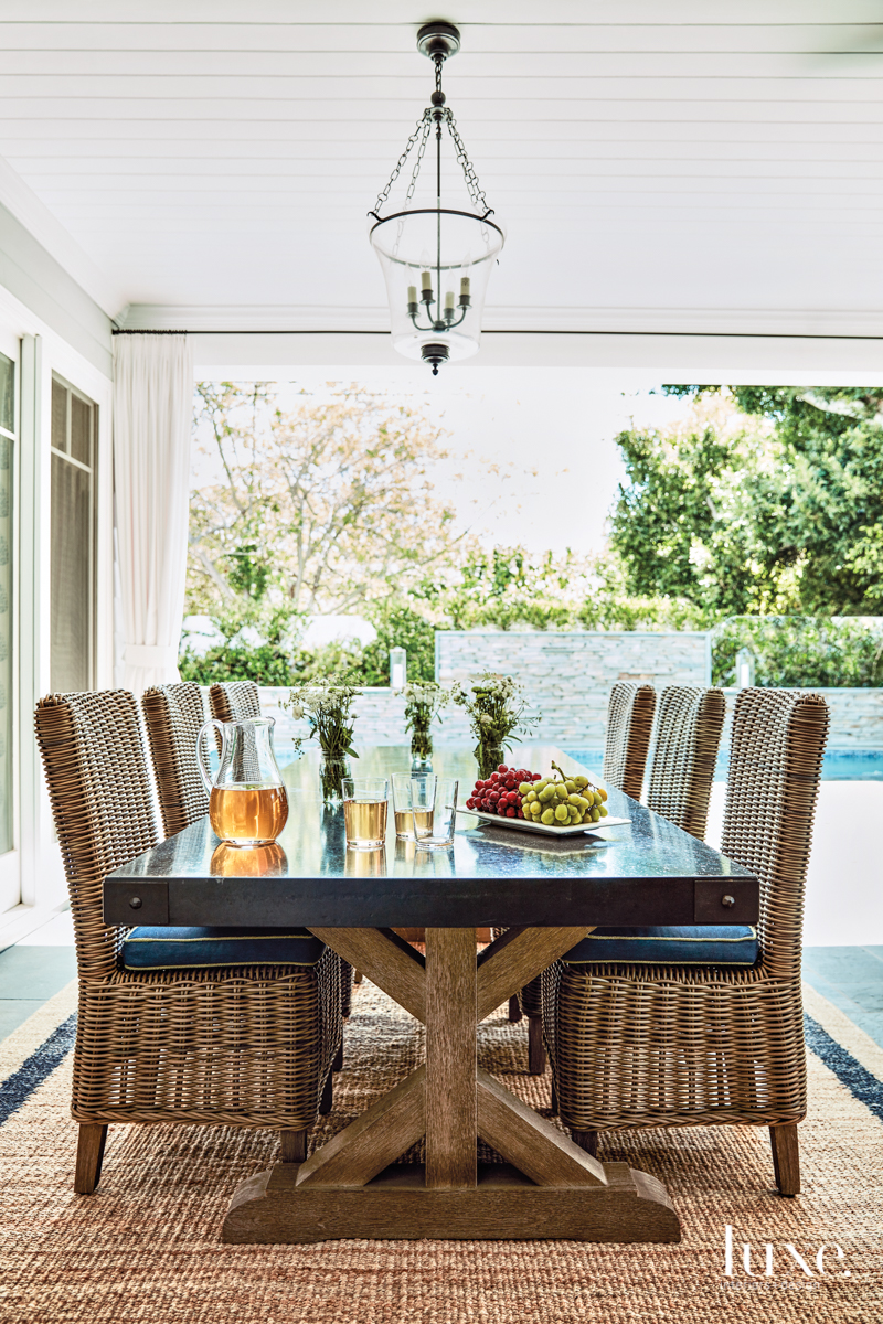 transitional outdoor dining area