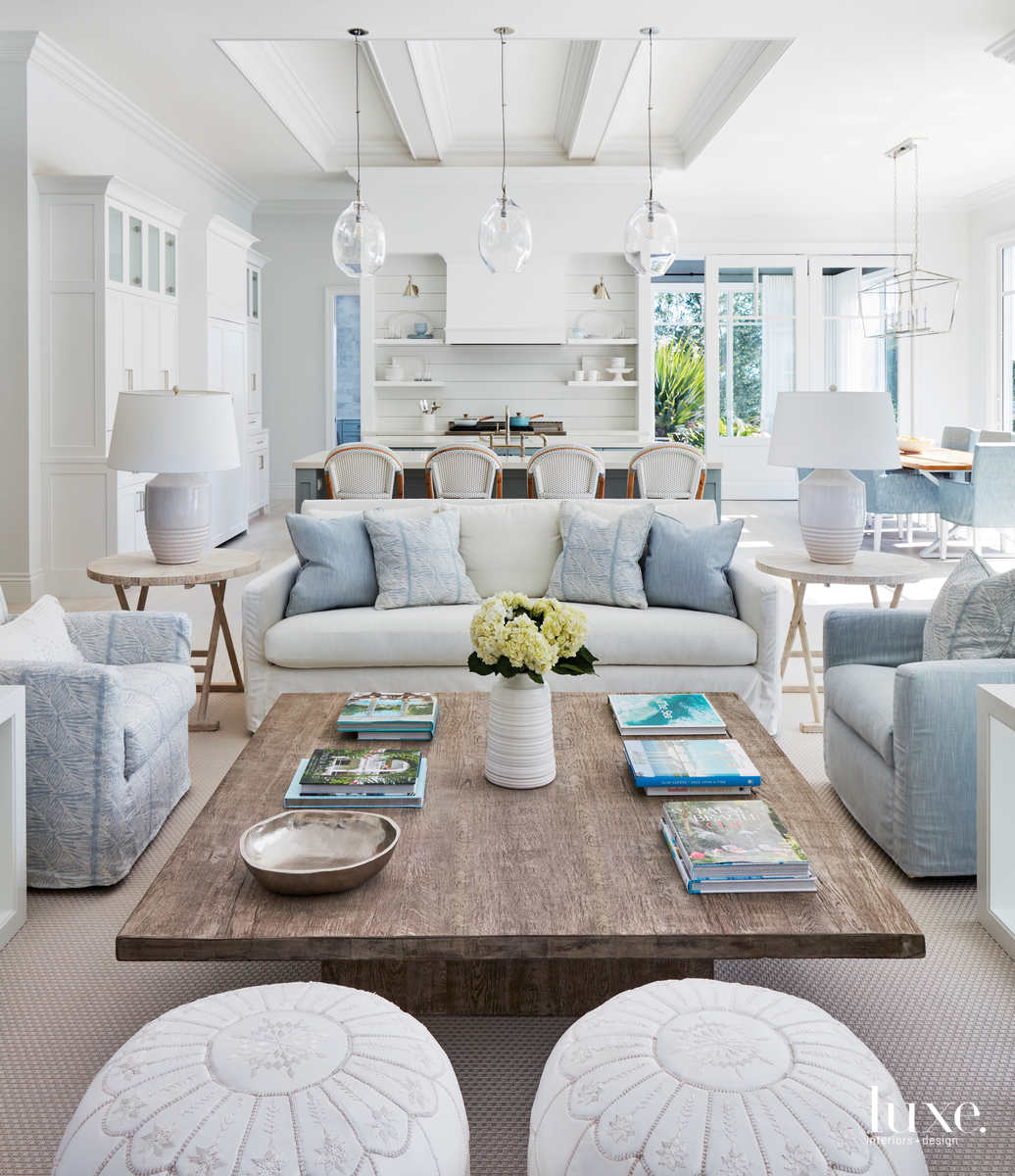 Soft Blues And Whites Fill A Serene Florida Retreat {Soft Blues And Whites Fill A Serene Florida Retreat} – English