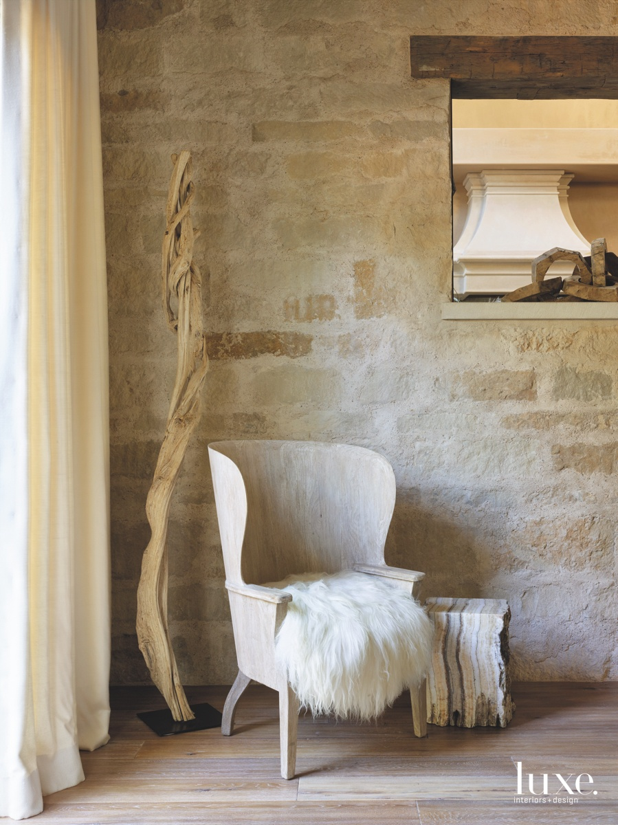 mediterranean living room neutral oak...