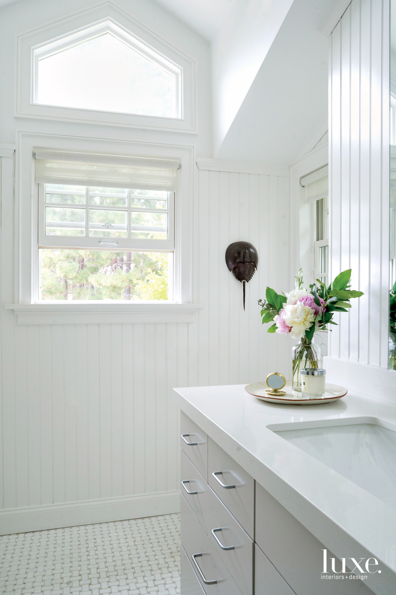 transitional white bathroom