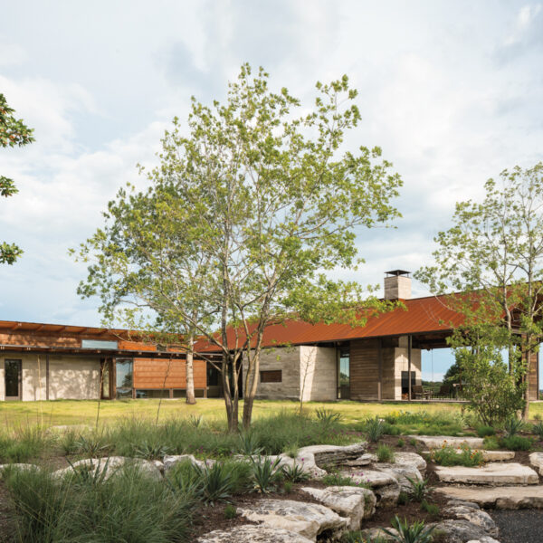 A Texas Ranch Home Keeps In Tune With Its Striking Site