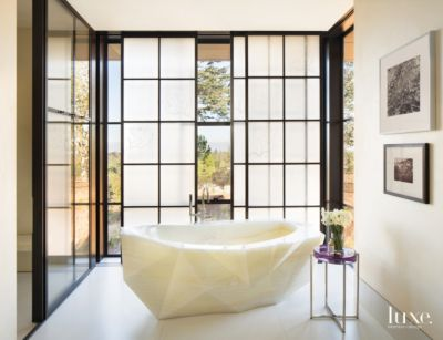 17 Master Bathrooms With Dreamy Soaking Tubs