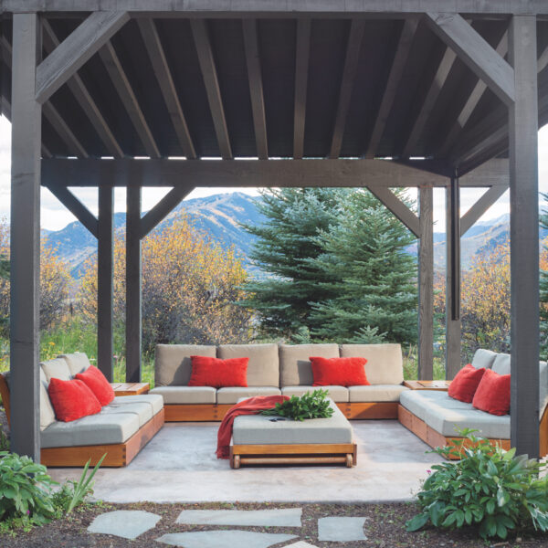 Modern Elements Bring An Aspen House Up To Date