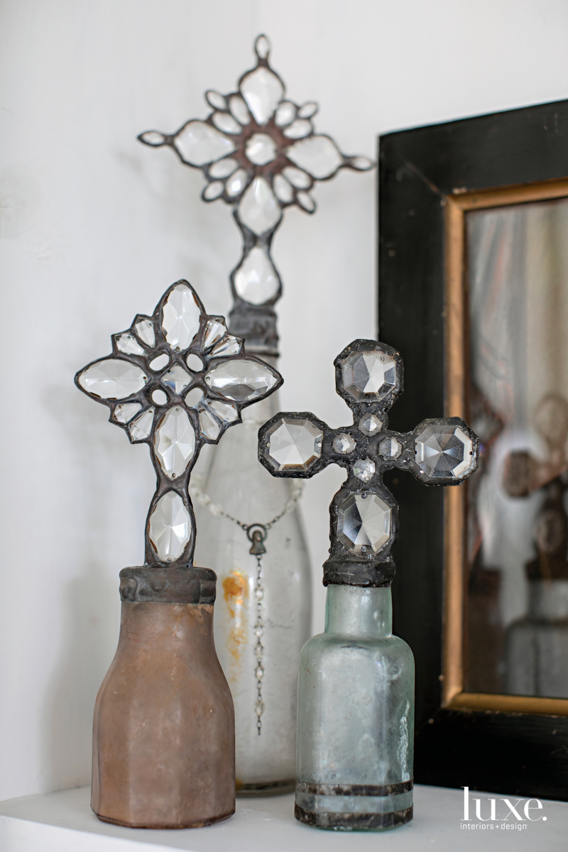 The shop owner also offers a selection of small decorative items.