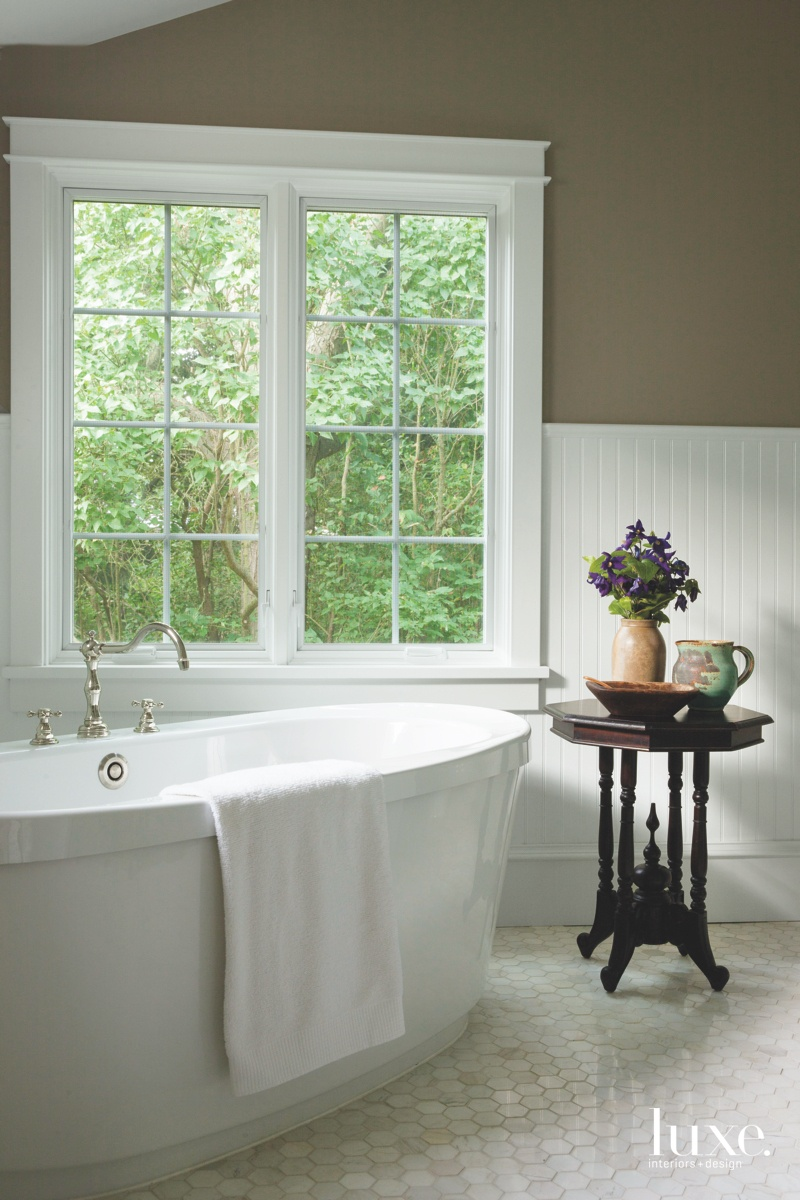 farmhouse white bathroom bathtub