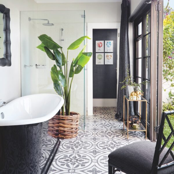 4 Luxe Bathrooms That Bring The Outdoors In