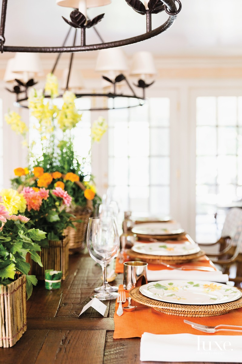 Baskets filled with flowers from Moss's nursery serve as the center of the tablescape.