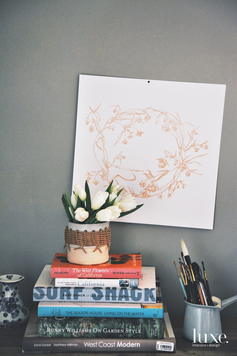 ased on Justina's original illustration, a print depicts a wreath of white fairy lantern.
