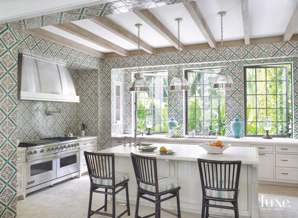 traditional kitchen green diamond wallpaper