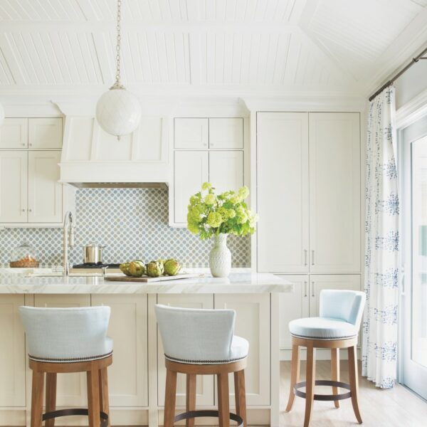 White Walls Go From Boring To Bold In Palm Beach