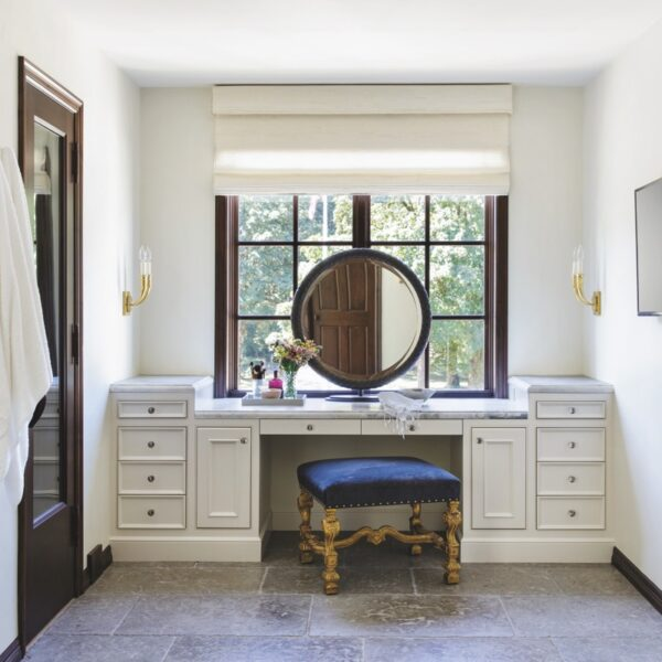A Classic Look Welcomes An Oregon Couple Home
