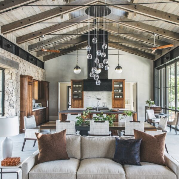 A Sonoma Home Engages Its Surroundings In Style