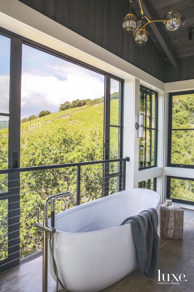 A Sonoma Home Engages Its...