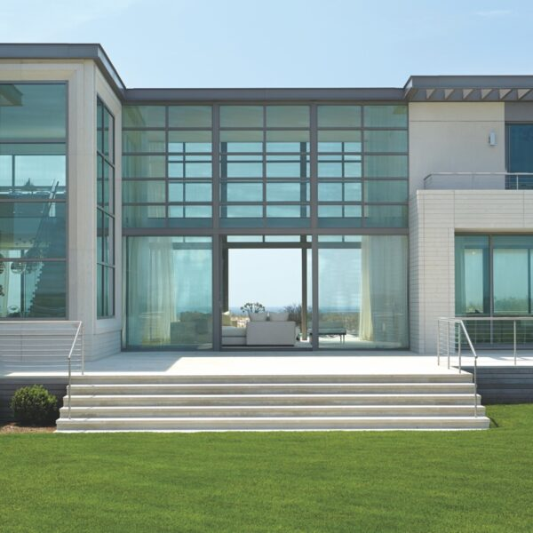 A Hamptons Beach House Plays Up Its Sweeping Vistas