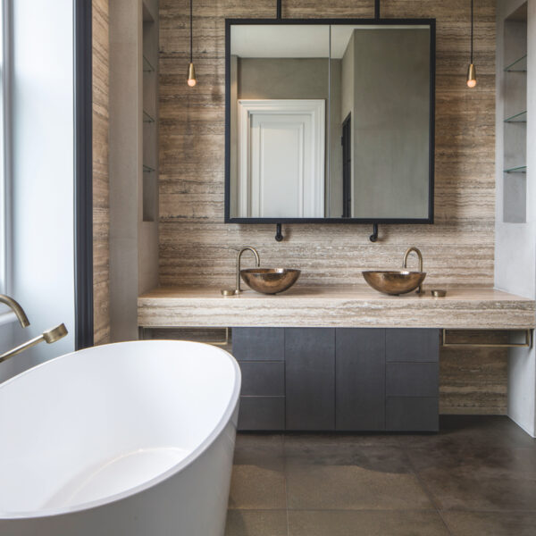 4 Bathrooms That Showcase Stylish Minimalist Designs