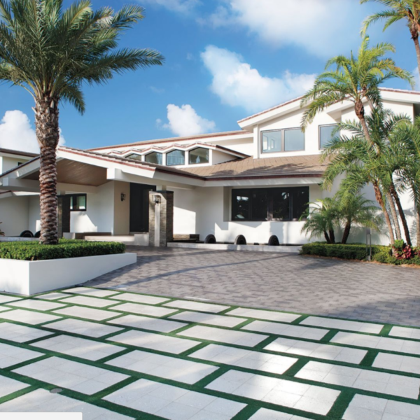 13 Driveways With Wow-Worthy Landscapes