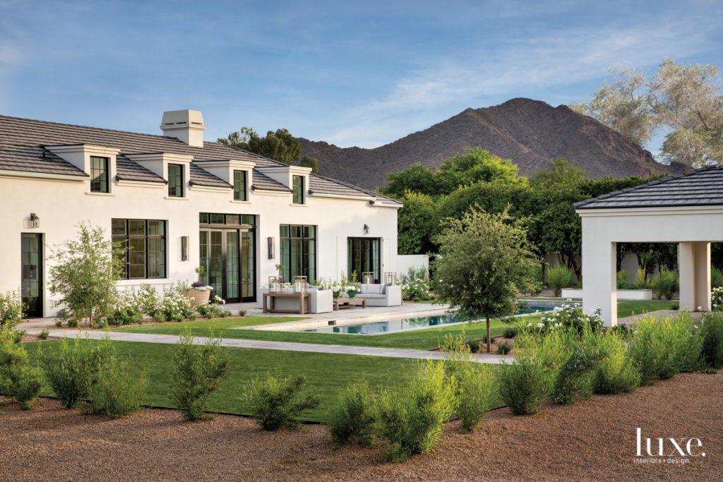 Rustic touches enrich an Arizona...