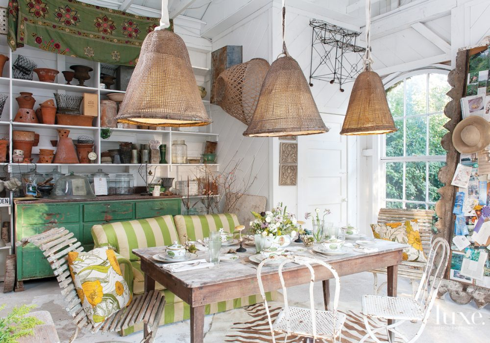 Southern Hospitality At Home: The Art of Gracious Living by Susan Sully