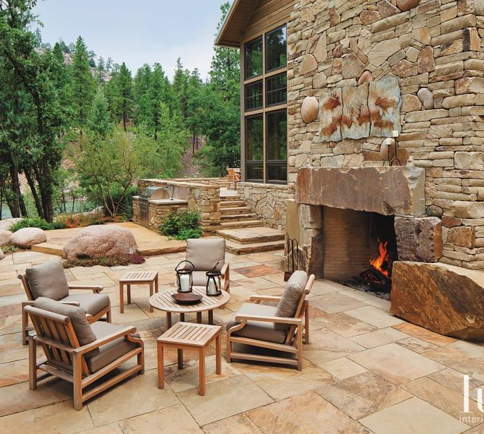 15 S'mores-Worthy Fireplaces