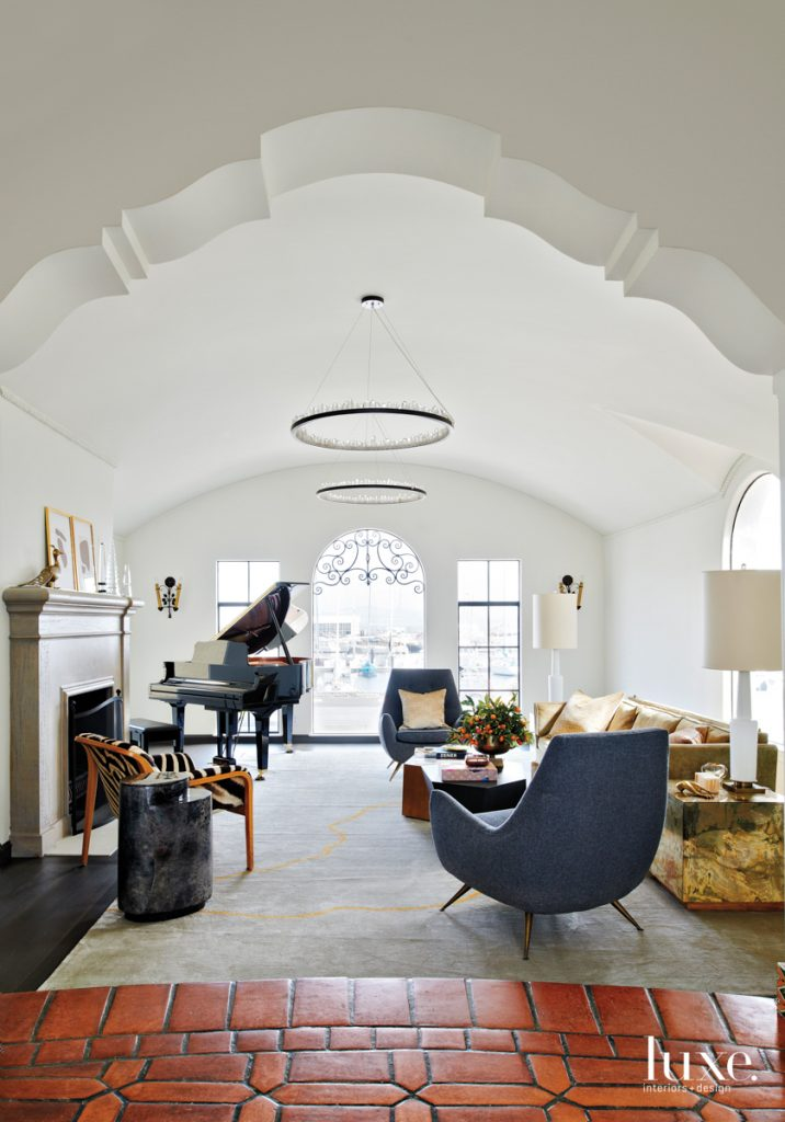 arched window white living room