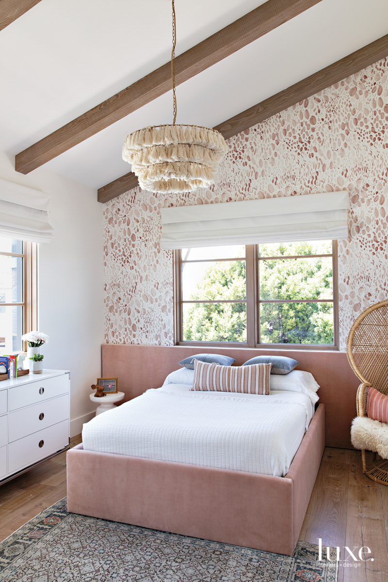 bedroom with wallcovering and pink...