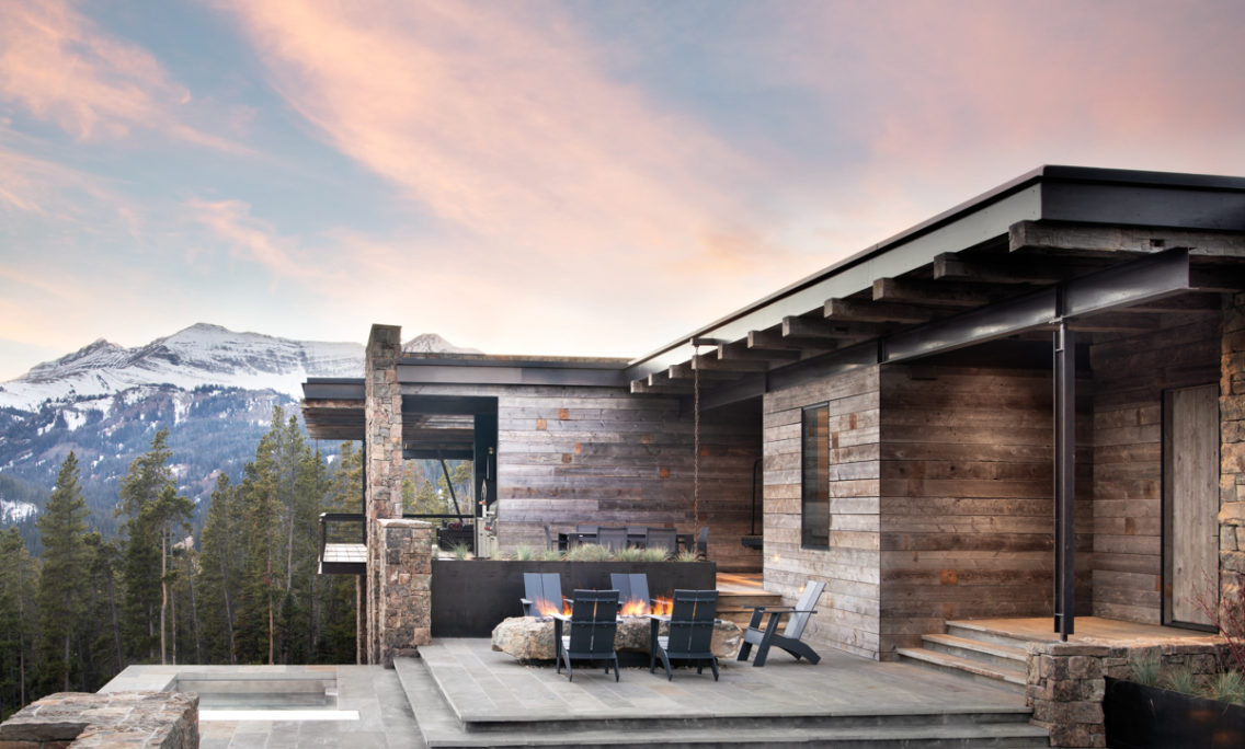 A Special Montana Dwelling Pays Tribute To The Mountains With Majestic Modesty