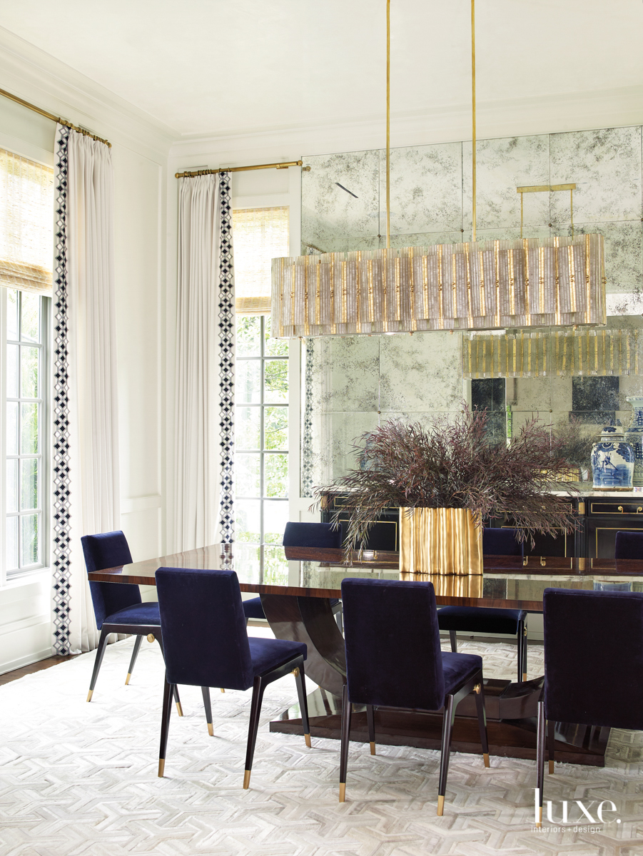 dining room with mirrored walls...