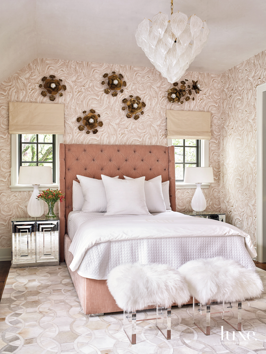 bedroom with zfoffany wallpaper and...