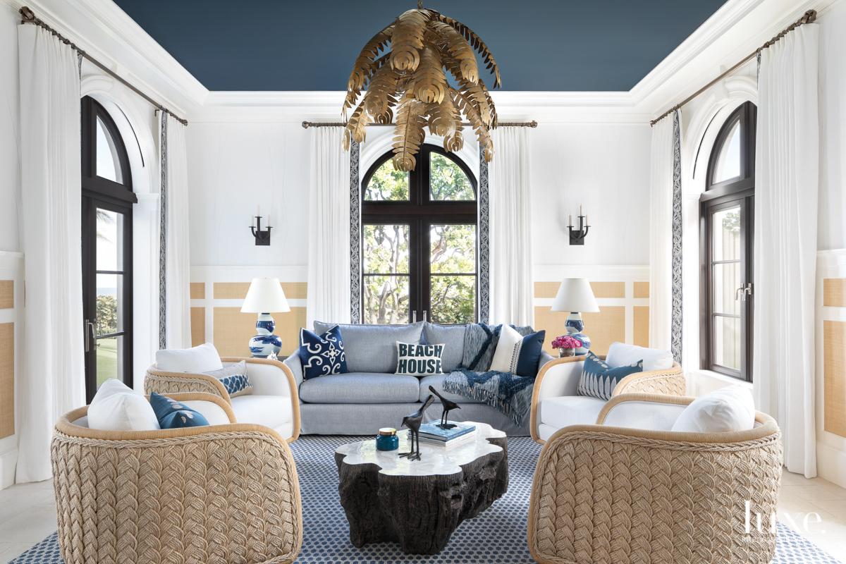 cabana room with swivel lounge...