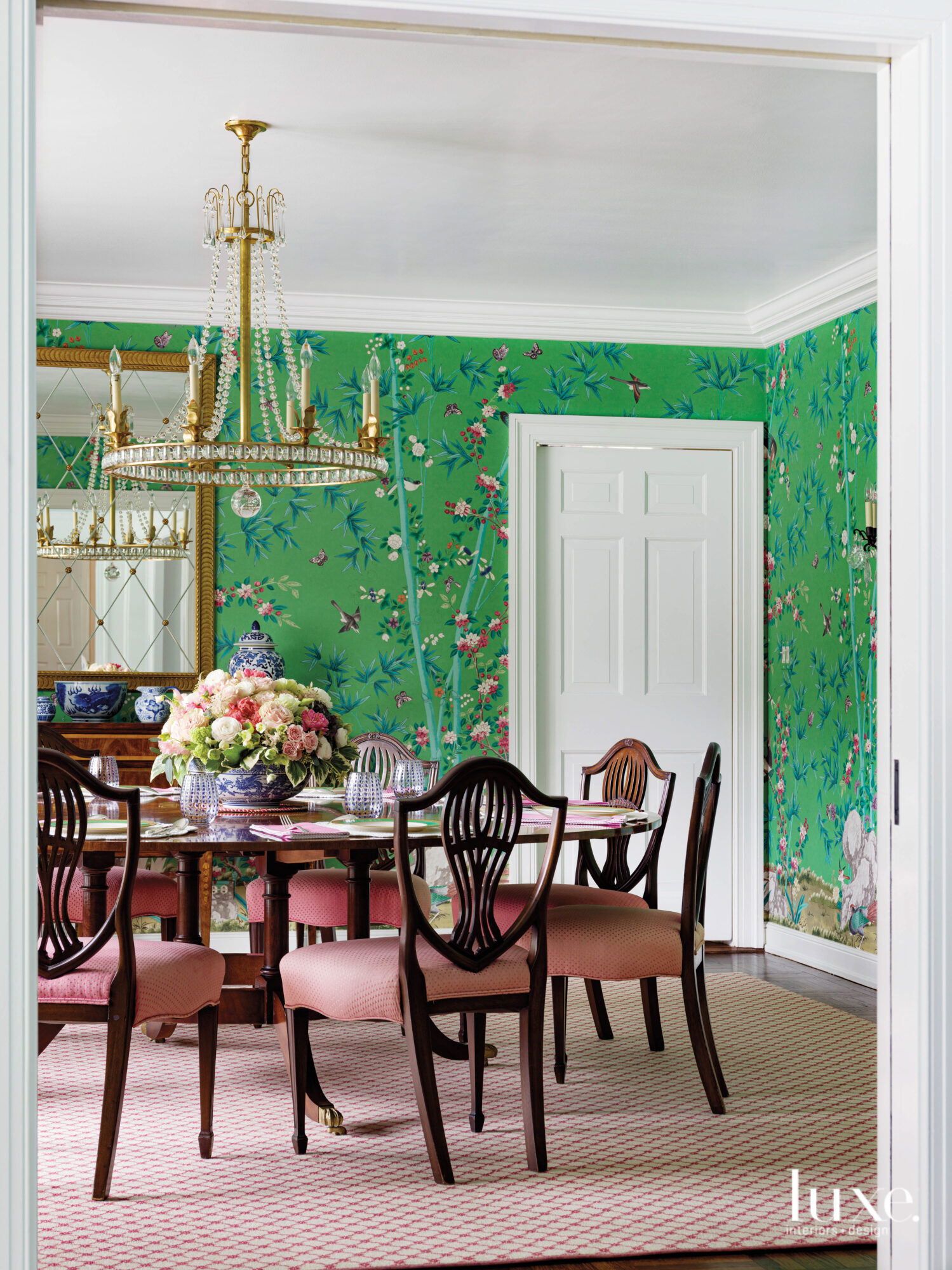 The dining room has green...
