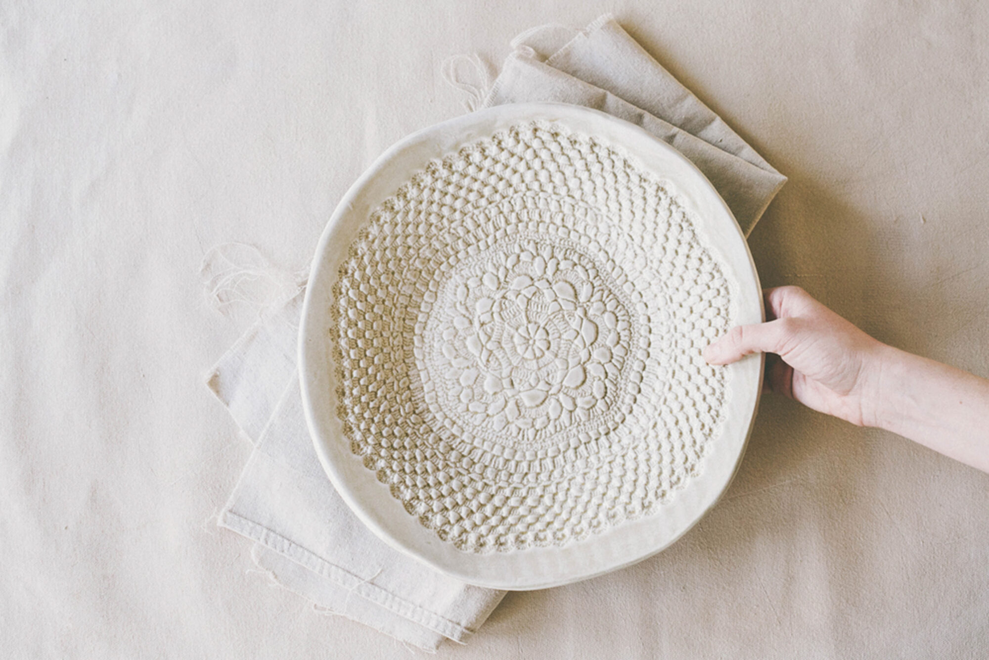 Textured plate with hand