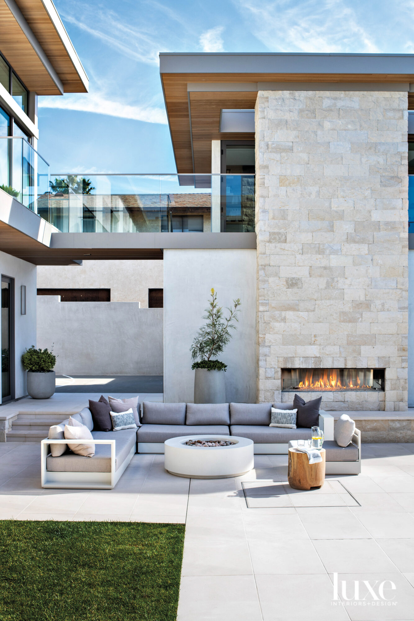 A Manhattan Beach Residence Is Designed Around A Tree