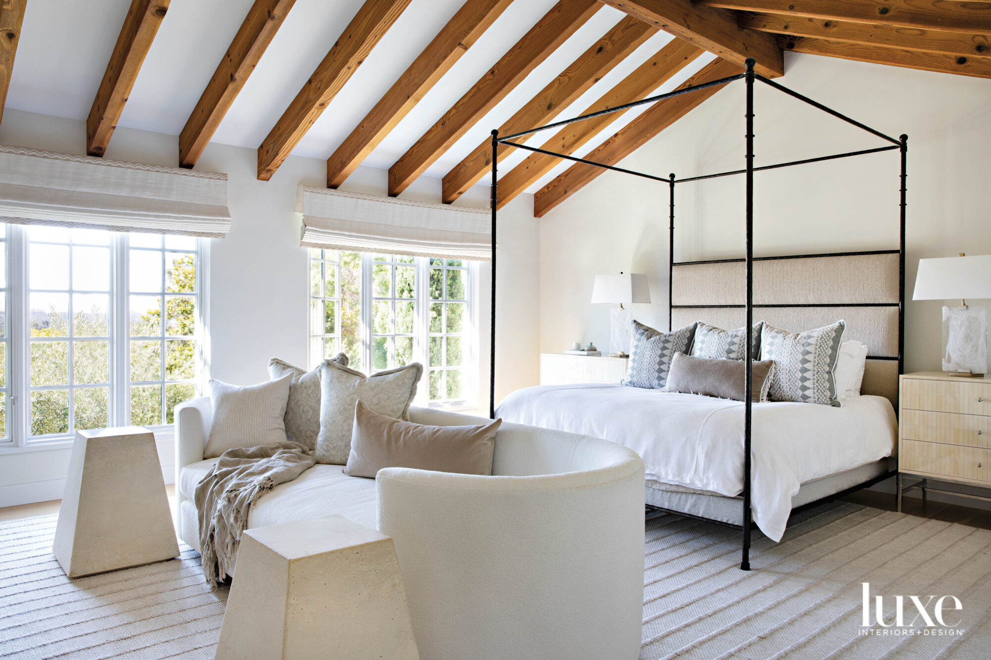 Bedroom with four poster bed...