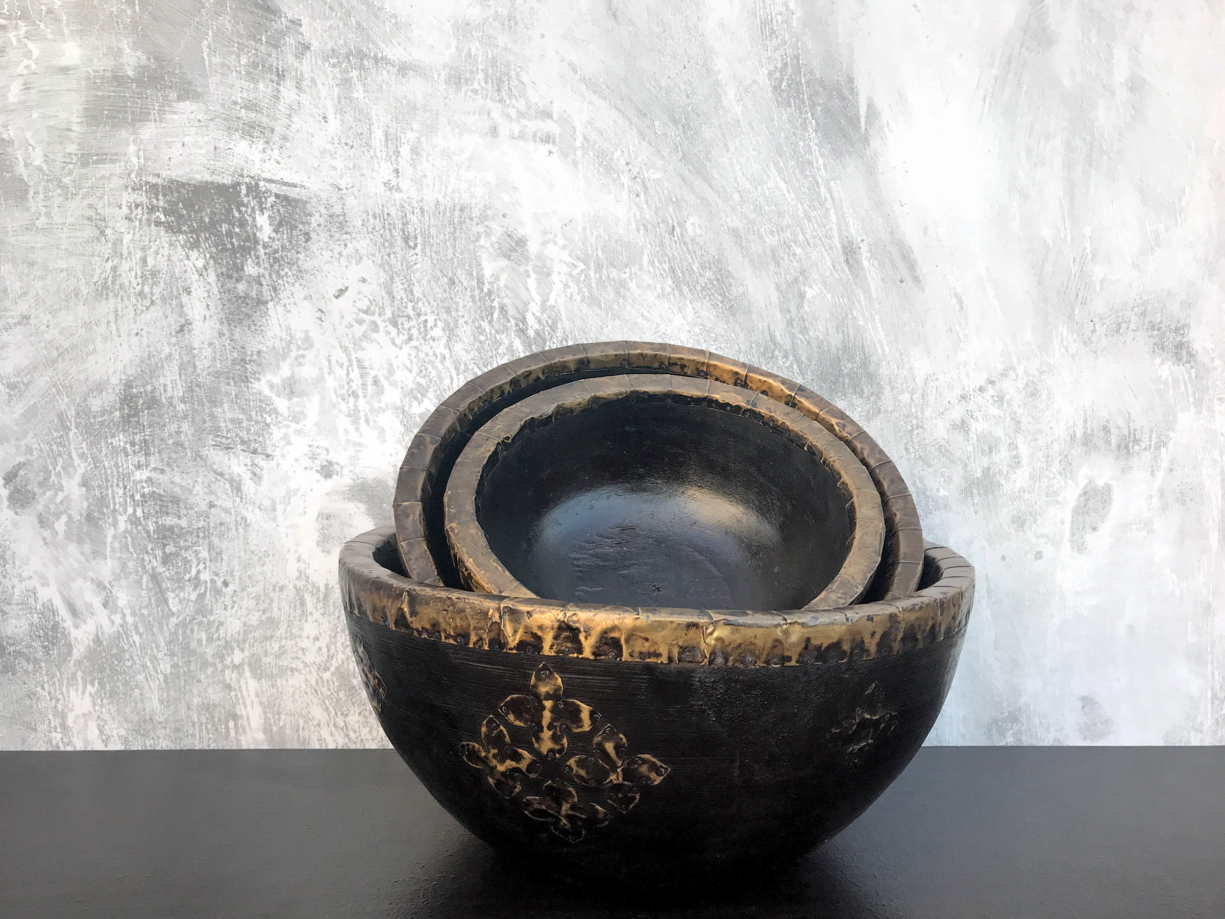 black and brown bowls