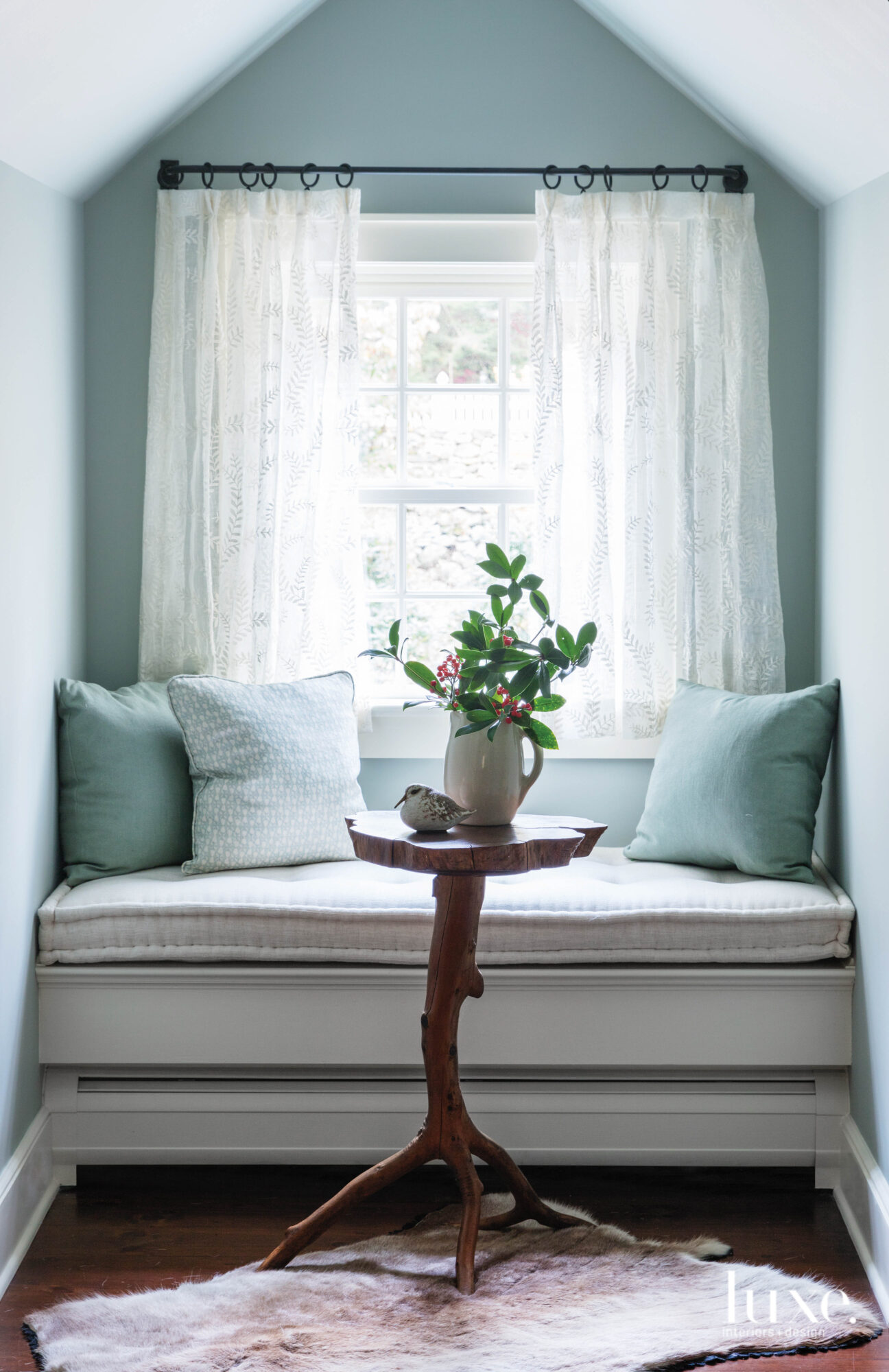 blue window nook
