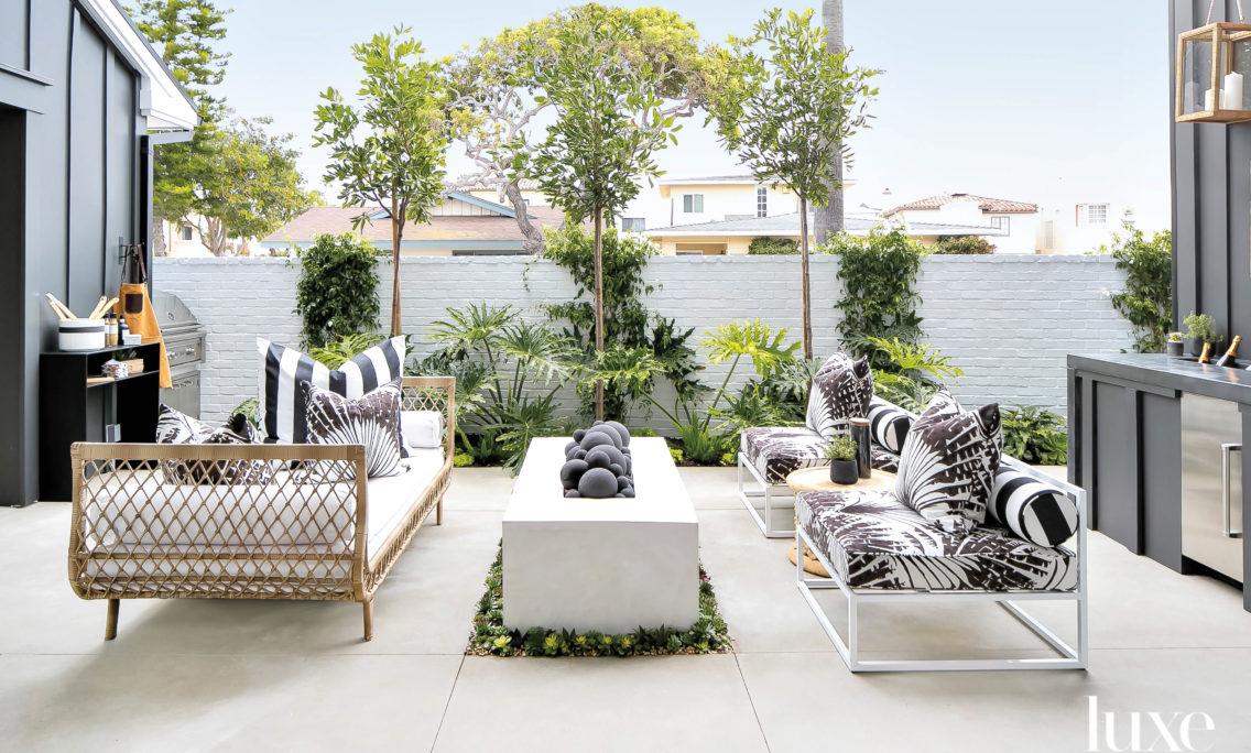 Coastal But Not Cliché: A Modern Beach House Fulfills A Globe-Trotting Family's Dream
