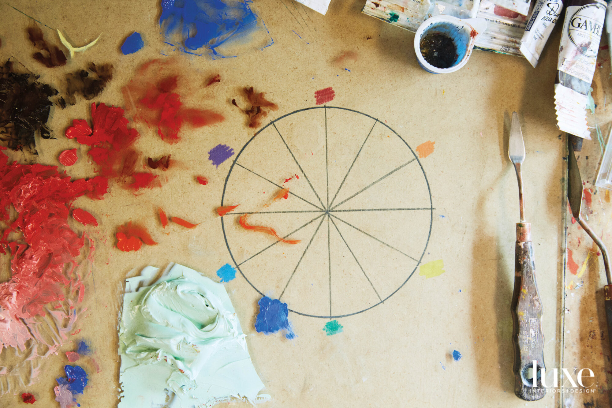 A drawing of a wheel with splash of paint surrounding it.