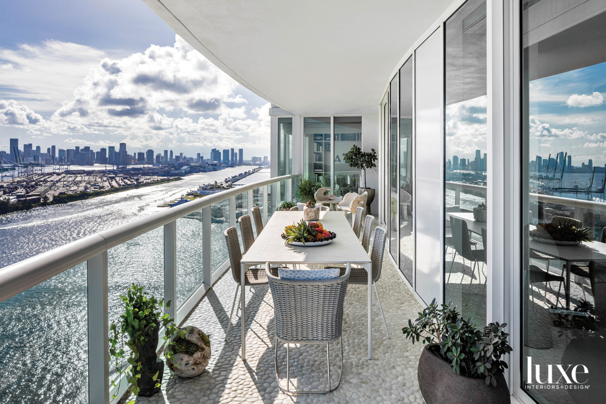 balcony with long dining table...