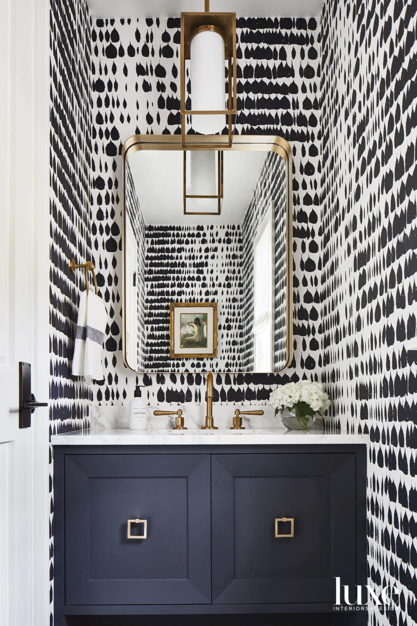 Powder bath with graphic wallpaper